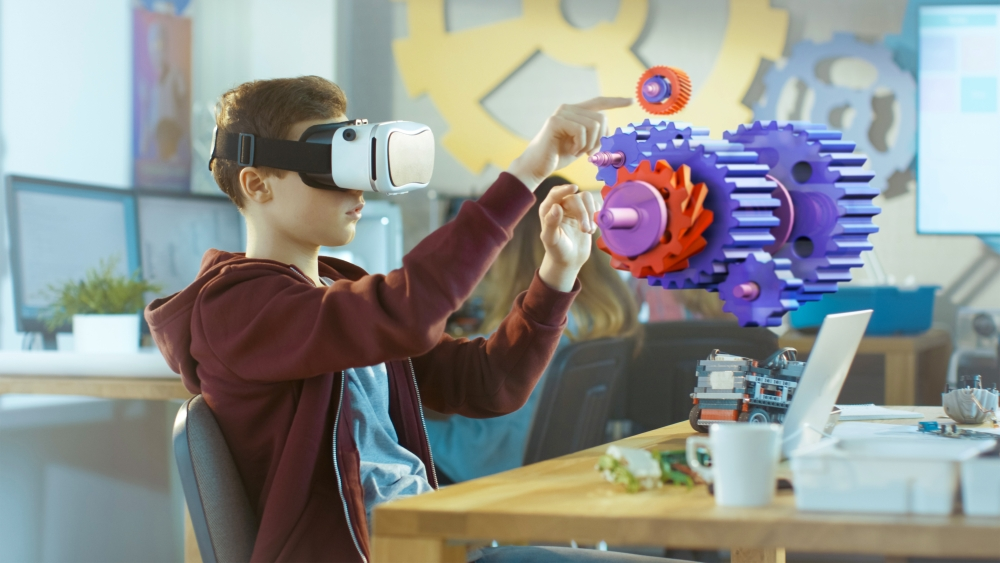 Student using Virtual reality to learn about engineering